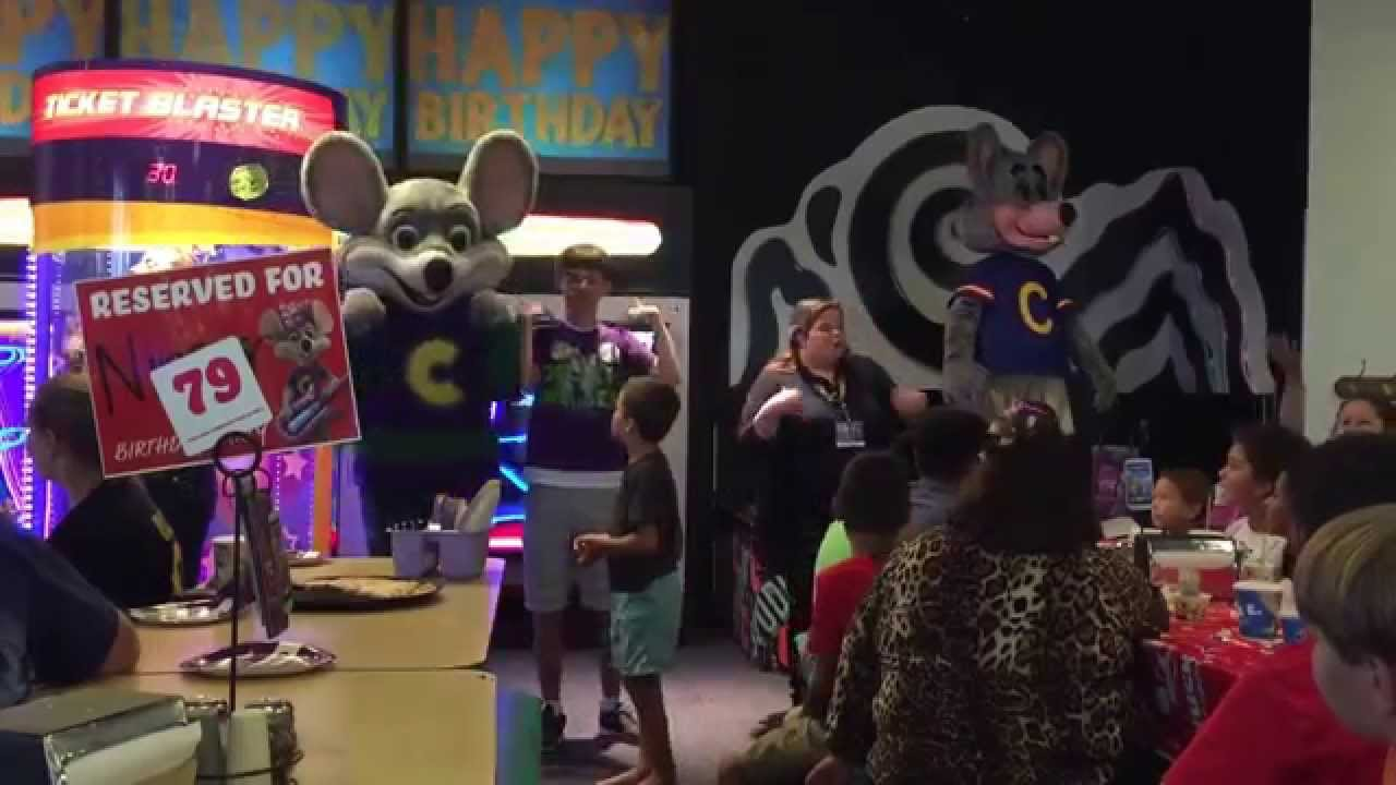 what is a cast member at chuck e cheese