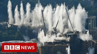 The moment 4,500 tonnes of concrete is blown up in Italy  - BBC News