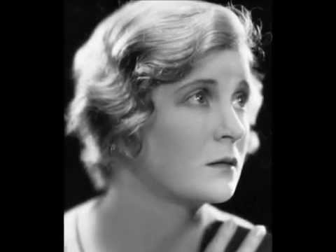 Mae Marsh biography