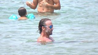 Álvaro Muñoz Escassi se refugia en Ibiza de los rumores de relación con María José Suárez