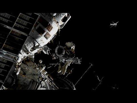 شاهد: رائد فضاء روسي يمشي على القشرة الأرضية في الفضاء  - 15:22-2018 / 8 / 16