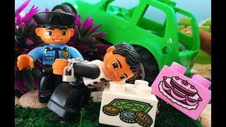 Про машинки для детей. ЛЕГО полиция и преступник! Авария на дороге - эвакуатор. Выбирай Приз!