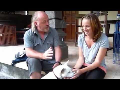 Süß und nackt Blondine Anikka Albrite erfüllt die glücklichen Bill Bailey und verführt ihn