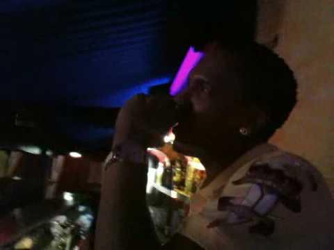 Dj.Flow cantando en el Latin-Club D'Rumba Karaoke Total Basel