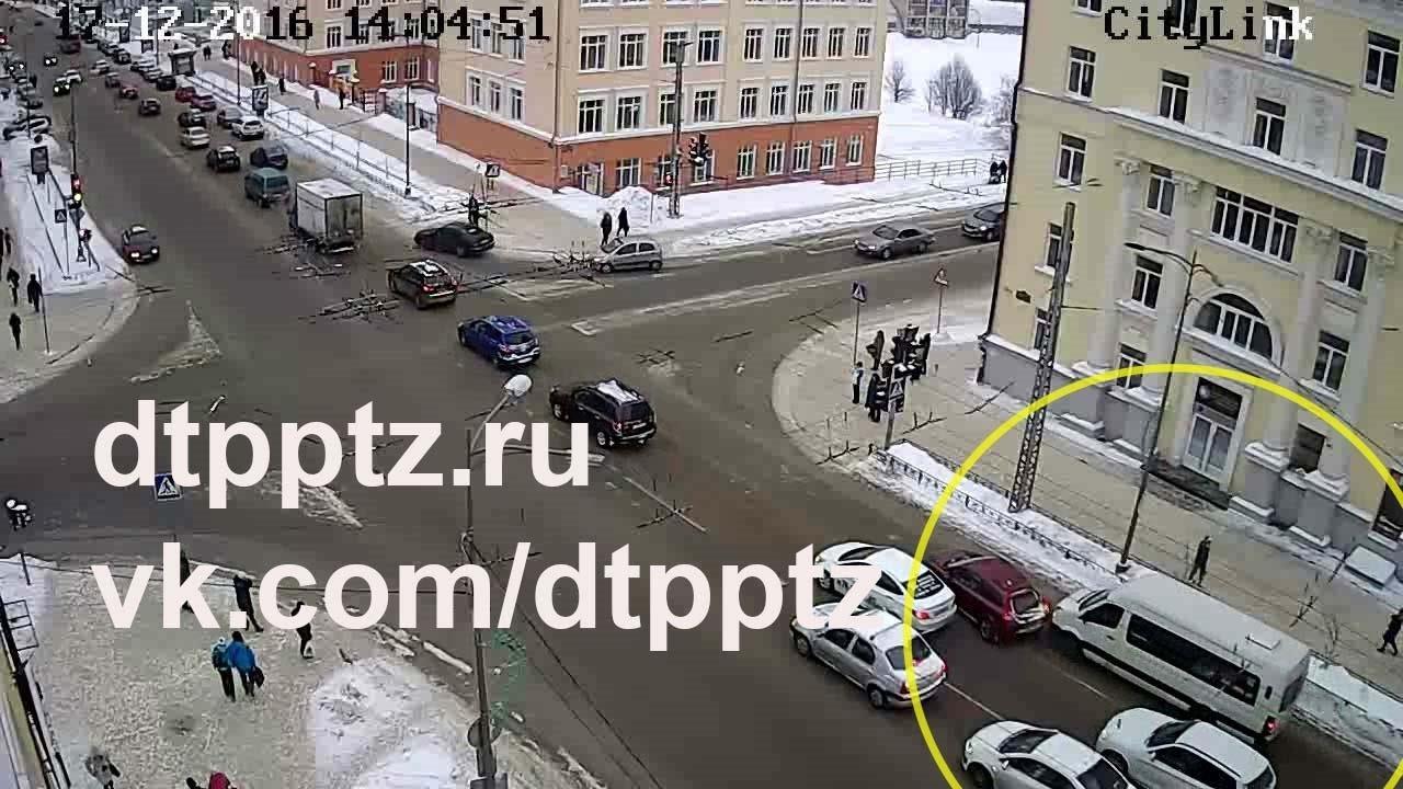 На проспекте Ленина столкнулись легковой автомобиль и автобус
