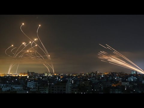 غارات إسرائيلية على غزة وصواريخ فلسطينية تضيء ليل تل أبيب  - نشر قبل 3 ساعة