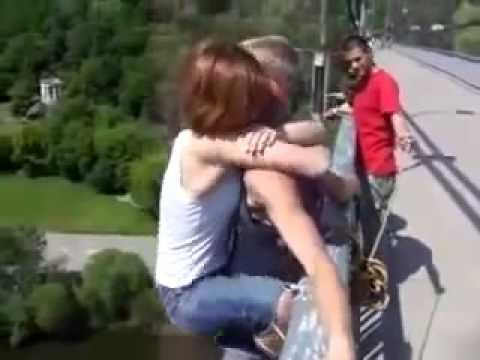 Прыжок девушки с моста шокировал интернет