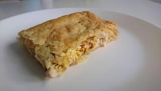 БЫСТРЫЙ ПИРОГ С курицей и сыром из слоёного теста: рецепт
