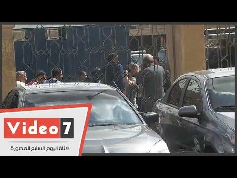اليوم السابع : بالفيديو.. أقارب وزير الزراعة السابق ينتظرون قرار المحكمة فى نظر تجديد حبسه