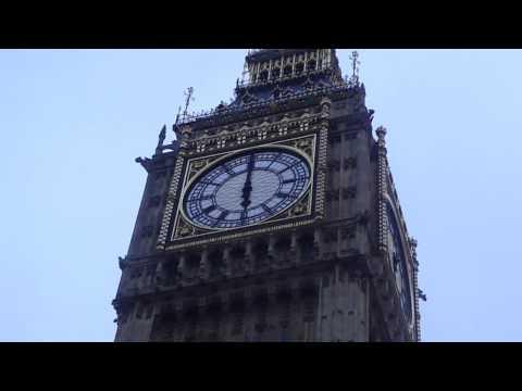 ساعة مشهورة تعتبر معلم سياحي