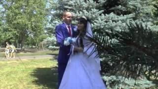 Пацан классно поёт своей сестре на свадьбе