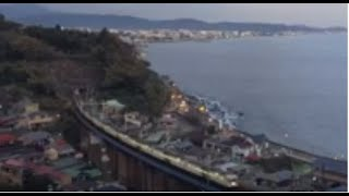 夕暮れの石橋鉄橋(玉川橋梁)を通過する185系特急踊り子15両編成