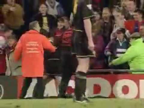 Roy keane on eric cantona: Cantona Vs Supporter Crystal Palace Youtube