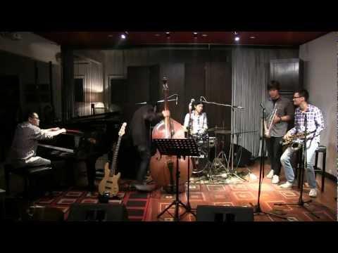 Barry Likumahuwa DATJ - Don't Know Why ~ Show Me Love @ Mostly Jazz 13/04/12 [HD]