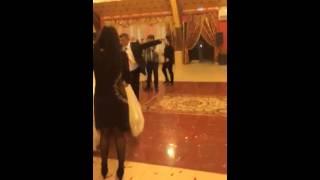 Невеста упала на свадьбе