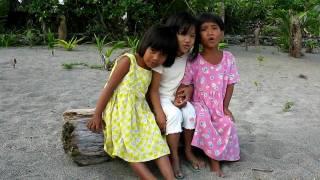 Philippinen - Kinder am Strand von Pagudpud - Haribo child Song
