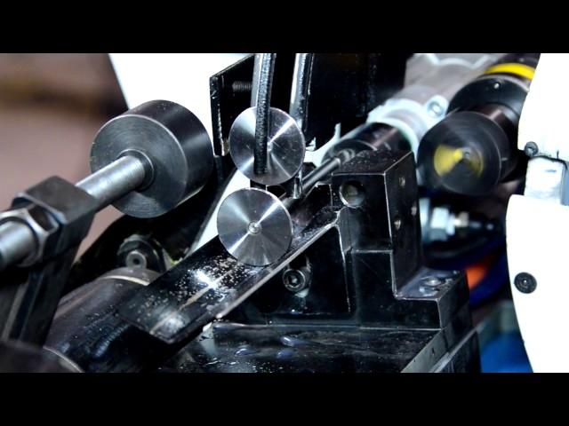 Stößelendschleifmaschine mit Anfasung