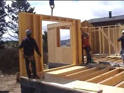 montage d 39 une maison ossature bois aux angles 66 youtube. Black Bedroom Furniture Sets. Home Design Ideas