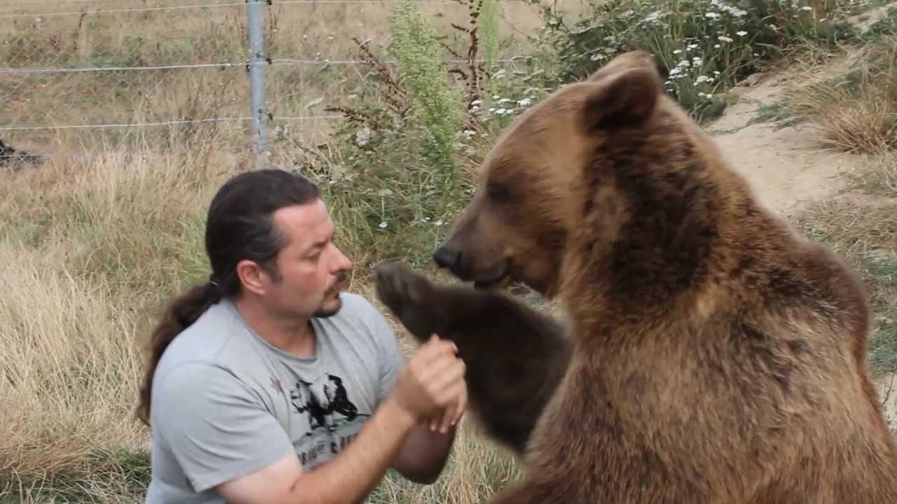 Bien-aimé Dresseur d'ours : fred et julia Atchaka - YouTube VN84