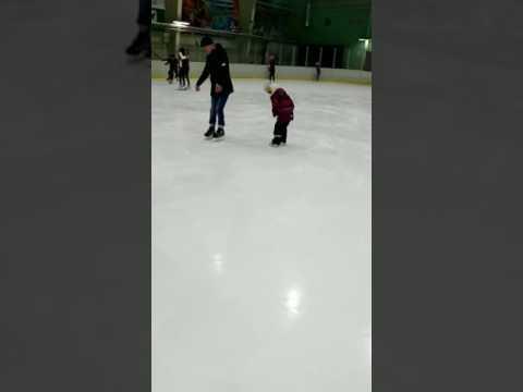 Доча учиться кататься