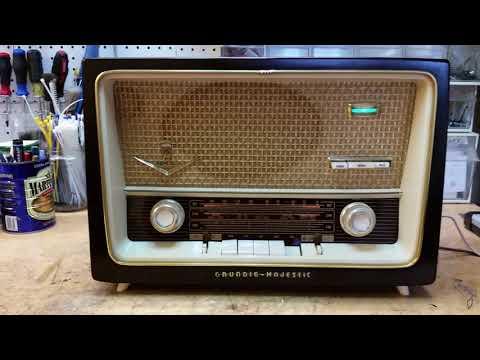 vintage-grundig-2028-radio-playing