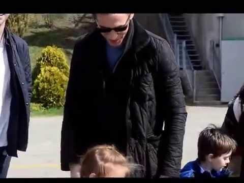 Tom Hiddleston (aka Loki) hugs little girl at Crimson Peak ...