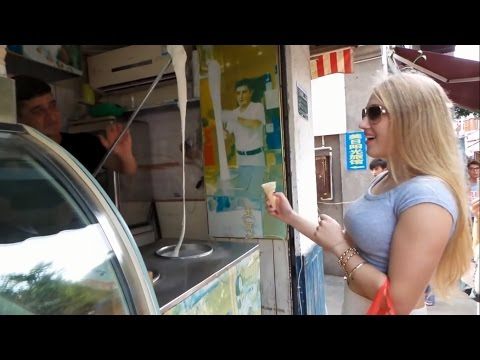 Street Food 2017 - Turkish Street Food in Istanbul - Turkish Ice Cream Man Dondurma