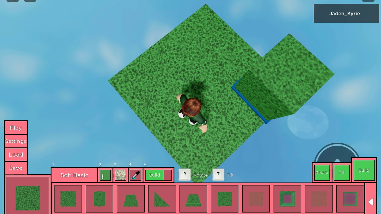 Playing the new update in piggy build I was building my Minecraft land!