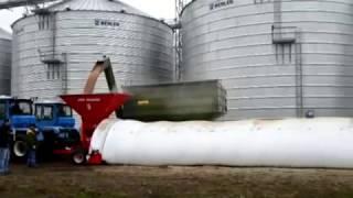 Зерноупаковочная машин ЗПМ 180 и полимерные рукава для хранения зерна