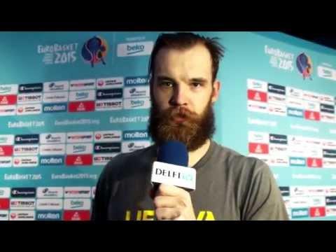 Mikrofoną iš DELFI TV žurnalisto į savo rankas paėmęs A. Kavaliauskas uždavė tiesų klausimą