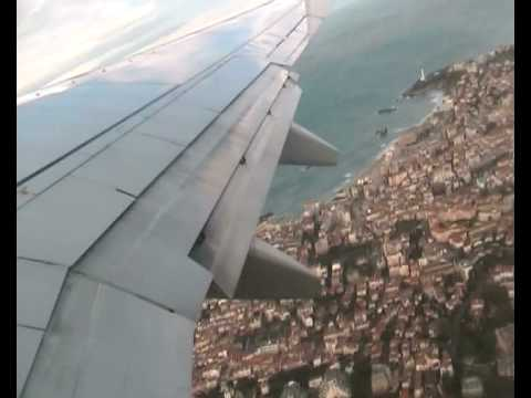 737 Windy Take Off From Biarritz And Sharp Turn Along French Coast