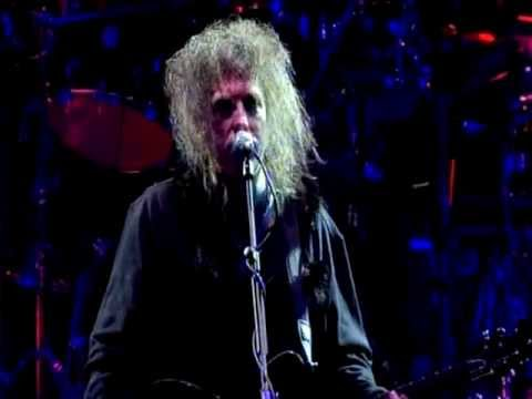 The Cure - Lovesong (Bestival Live 2011)