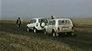 видео Описание и тест-драйв автомобилей: ВАЗ 2123 Нива,ВАЗ 2131 Нива