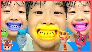 상어가족 상어 칫솔 양치 했더니 미니 이 색깔 변했어요 모음 ♡ 어린이 양치놀이 장난감 색깔놀이 핑거송 인기동요 learn colors | 말이야와아이들 MariAndKids