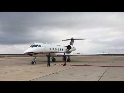 New Texas A&M coach Jimbo Fisher arrives on plane in College Station | ESPN