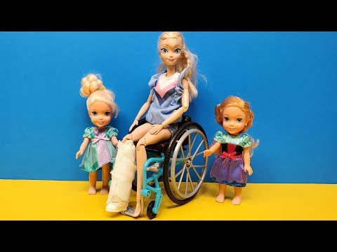 leg-cast-!-elsa-and-anna-toddlers---barbie-is-the-doctor