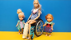 Leg cast ! Elsa and Anna toddlers - Barbie is the doctor