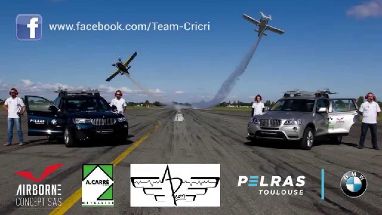 toulouse d collage de deux avions cricri depuis deux bmw x3 lanc s 120km h youtube. Black Bedroom Furniture Sets. Home Design Ideas