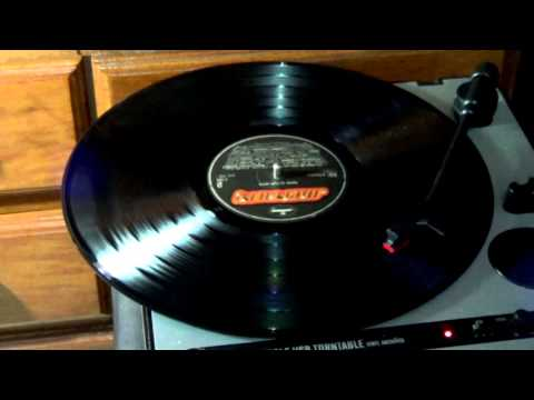 Vinyl Showdown: Robert Cray - Nothin' But a Woman mp3