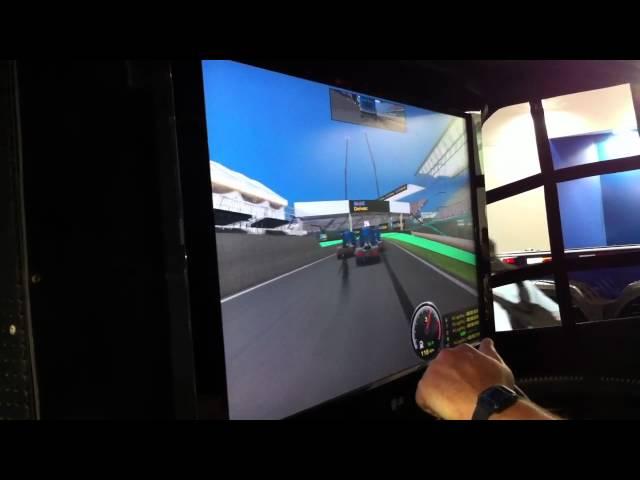 Pilotando o Simulador de F-Truck Mobil - Fenatran