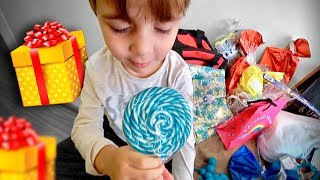 ABRINDO PRESENTES DA SARAIVA DE CAMPINAS!! Brinquedos para Maikito e Laurinha - Familia Brancoala