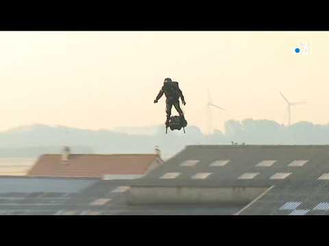 """Après sa traversée de la Manche en Flyboard, Franky Zapata rêve de finir sa """"voiture volante"""" avant la fin de l'année"""