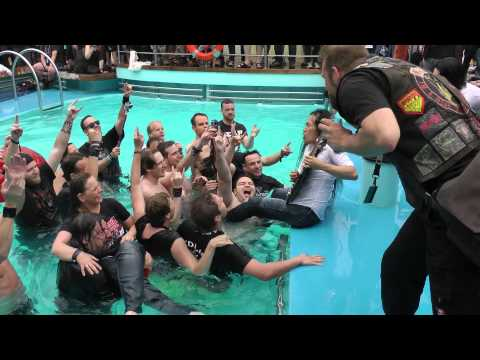 Herman Li (DragonForce) Underwater Guitar Solo on Full Metal Cruise!