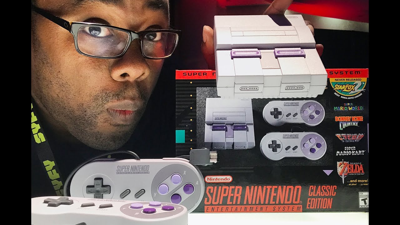 SUPER NES CLASSIC EDITION IN MY HANDS - Nintendo Console Preview Unboxing