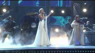 Repeat youtube video Taylor Swift - Love Story ( Live ) En Vivo