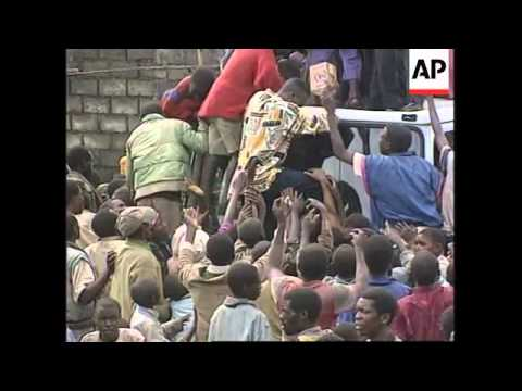 Rwanda/Zaire - Refugees streaming back home