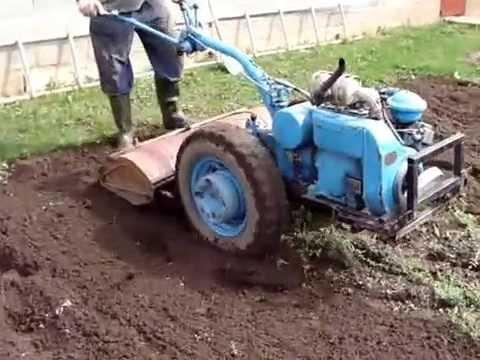 Трактор МТЗ 82.1 вспашка земли плугом - YouTube