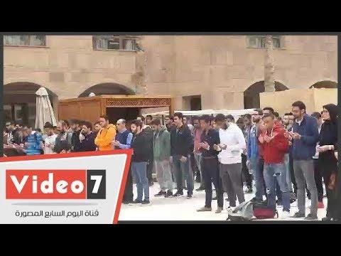 طلاب الجامعة الأمريكية يؤدون صلاة الغائب على روح زميلهم غريق حمام السباحة  - 16:23-2018 / 2 / 21