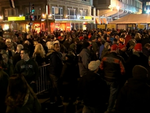 Raw: Pre-Dawn Crowds Wait to Enter Inauguration