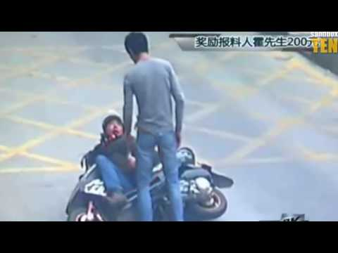 Il vole le telephone d'un camionneur il va vite le regretter. Fight